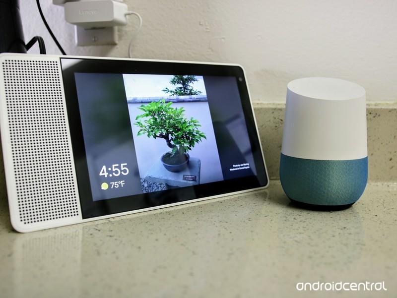 lenovo-smart-display-next-to-google-home