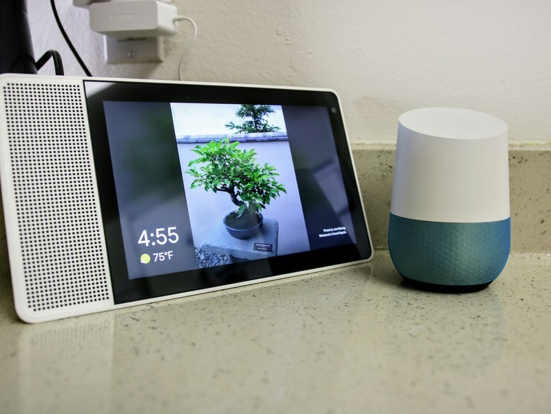 lenovo-smart-display-next-to-google-home