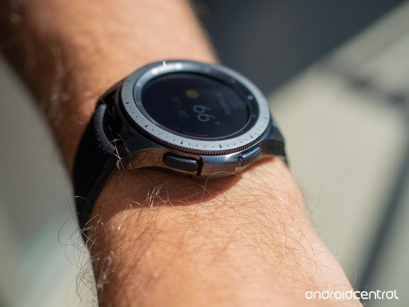 samsung-galaxy-watch-42mm-side-on-wrist.