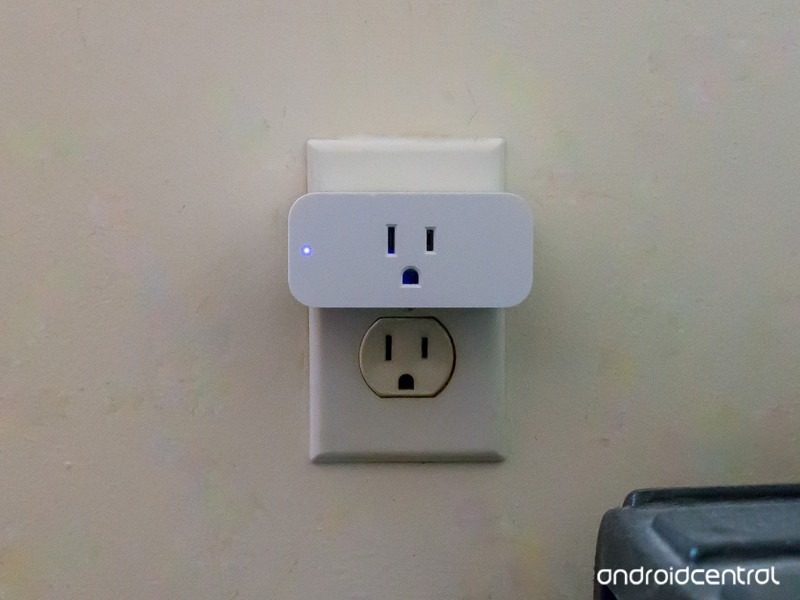 amazon-smart-plug-3.jpg?itok=omcQZqXG