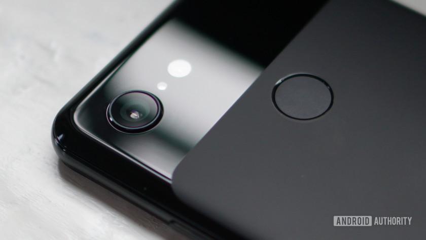 Google Pixel 3 camera lens closeup
