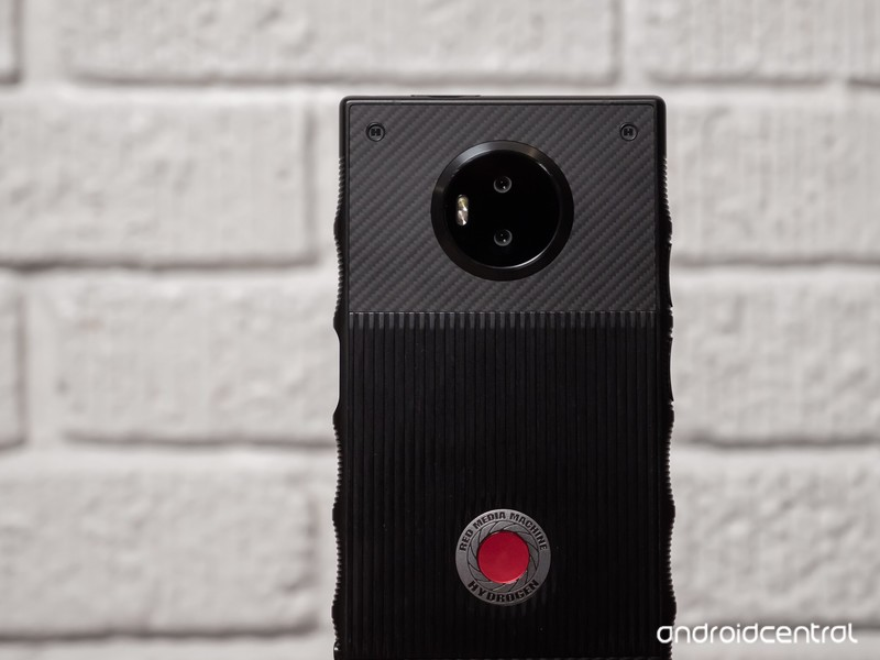 red-hydrogen-one-review-2.jpg?itok=PwIhx
