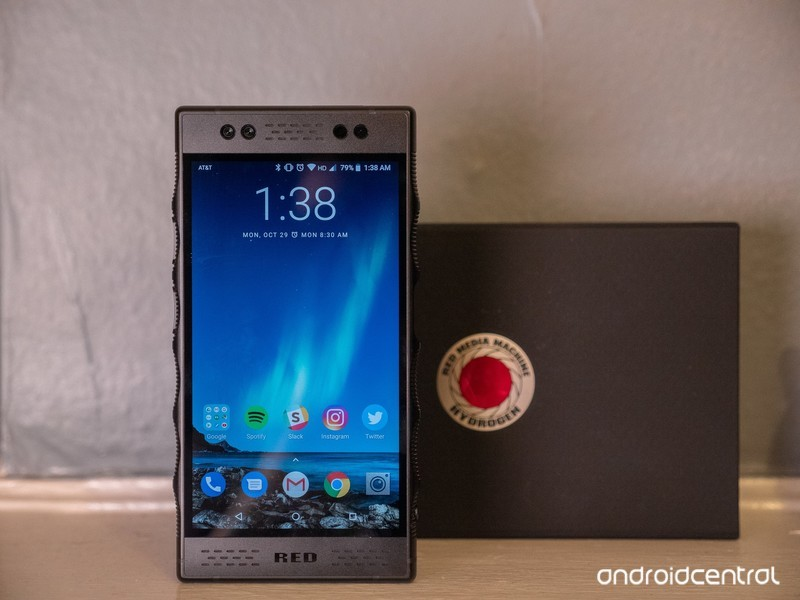 red-hydrogen-one-review-6.jpg?itok=8J85-