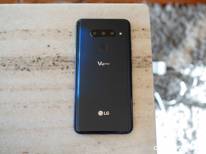 lg-v40-black-back-full-table.jpg?itok=ij