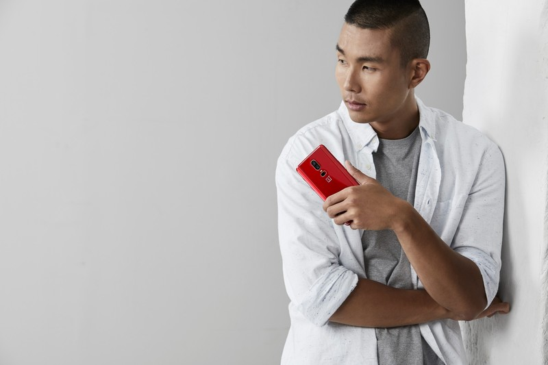 oneplus6red-lifestyle-shot01.jpg?itok=93