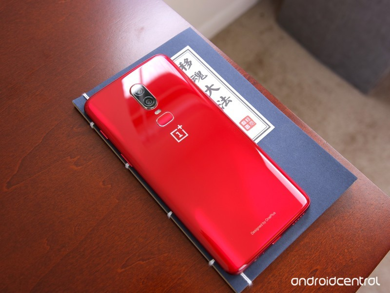 red-oneplus-6-hands-on-8.jpg?itok=cwoZGU