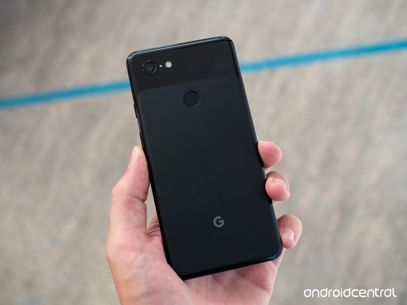 google-pixel-3-xl-black-back-in-hand.jpg