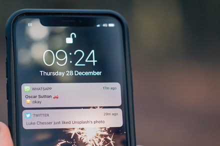How to clear notifications on an iPhone