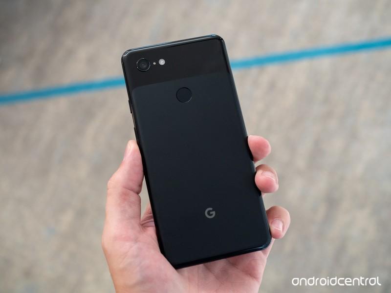 google-pixel-3-xl-black-back-in-hand.jpg