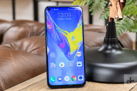 Honor View 20 vs  OnePlus 6T: Hole punches versus notches