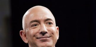 Amazon CEO Jeff Bezos accuses National Enquirer of blackmail in nude photo scandal