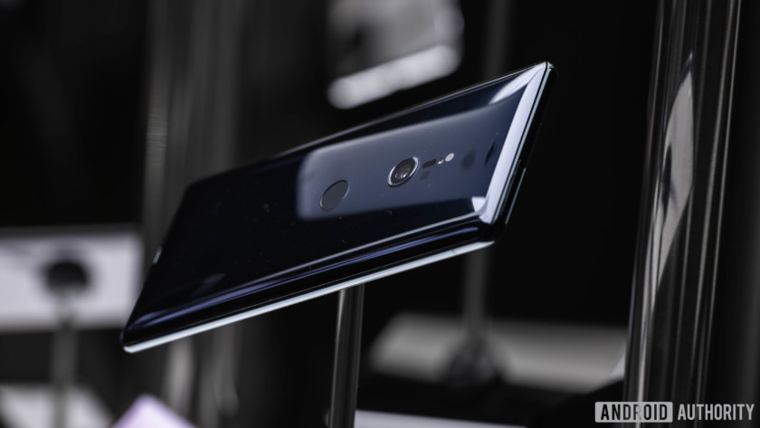 Photo of the back side of the Sony Xperia XZ3 - camera review
