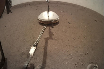 InSight places a heat shield over its seismometer, is very proud of itself