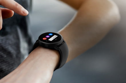 Pre-order the Samsung Galaxy Watch Active and get a free wireless charging pad
