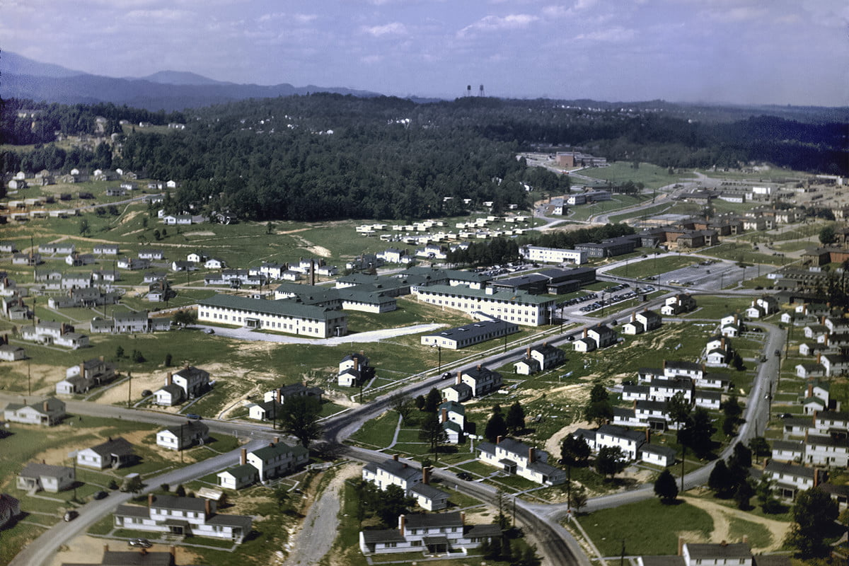 Color photo of Oakridge in 1945