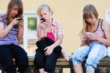 Verizon's Just Kids plan helps parents keep their children within reach