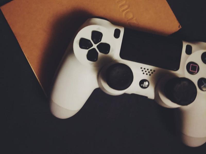 playstation-4-dualshock-white-hero.jpg?i