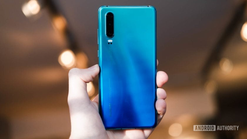 Huawei P30 back in hand