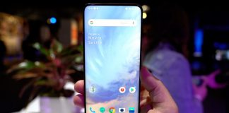 Hands-On With the OnePlus 7 Pro's New Pop-Up Camera and Bezel-Free Display