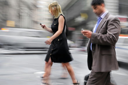 New York could dish out fines for texting while crossing the street