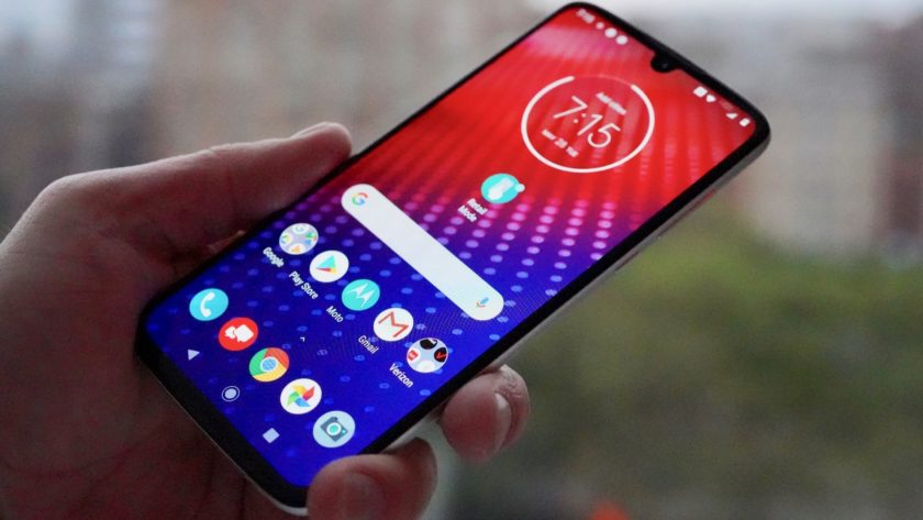 Motorola Moto Z4 in hand - full lreview