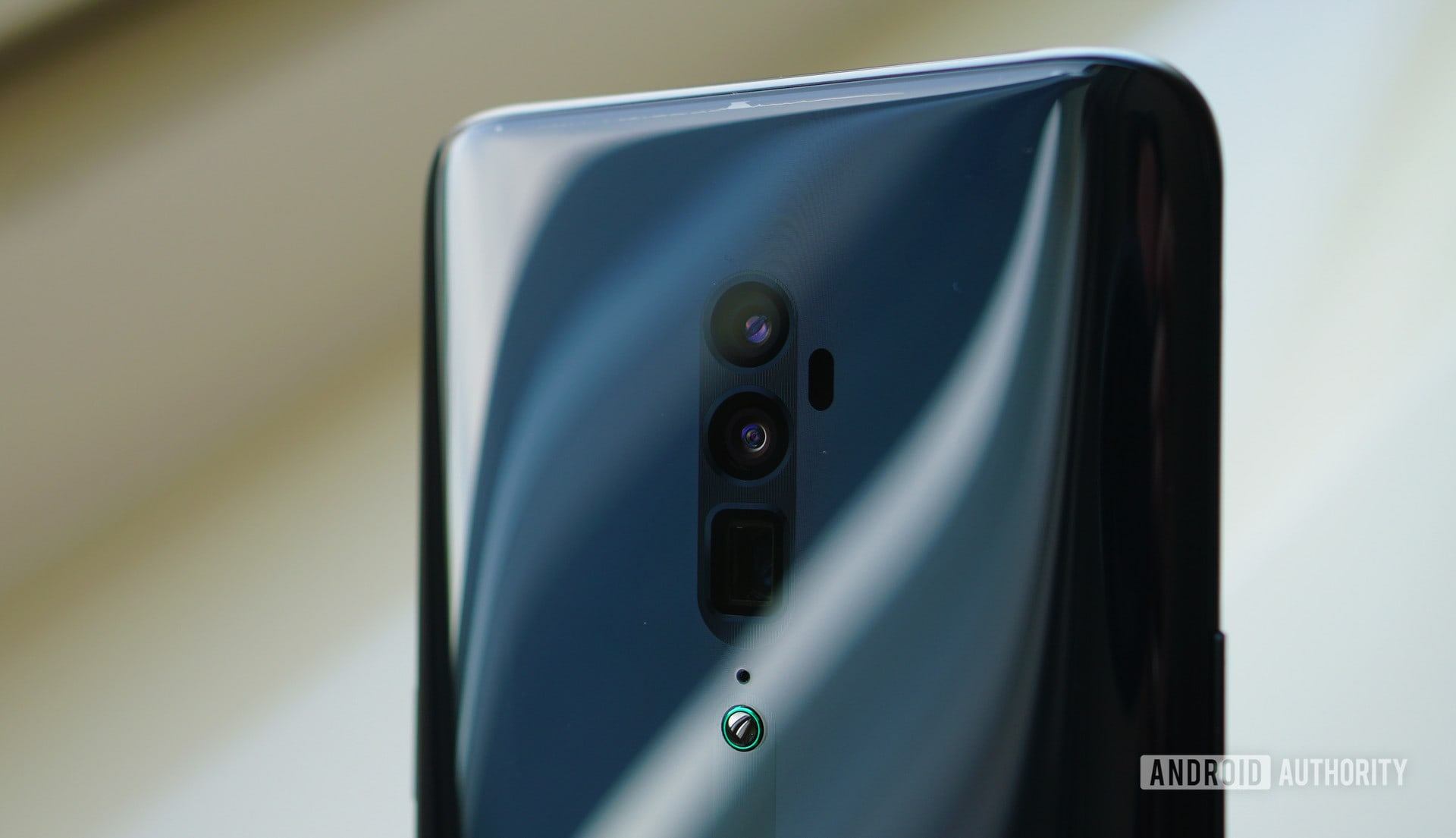 Oppo Reno triple camera array