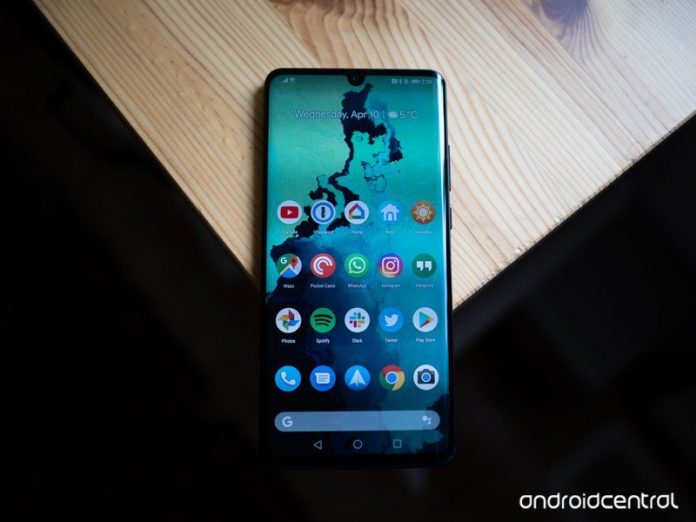 Huawei admits it screwed up after putting ads on people's lock screens