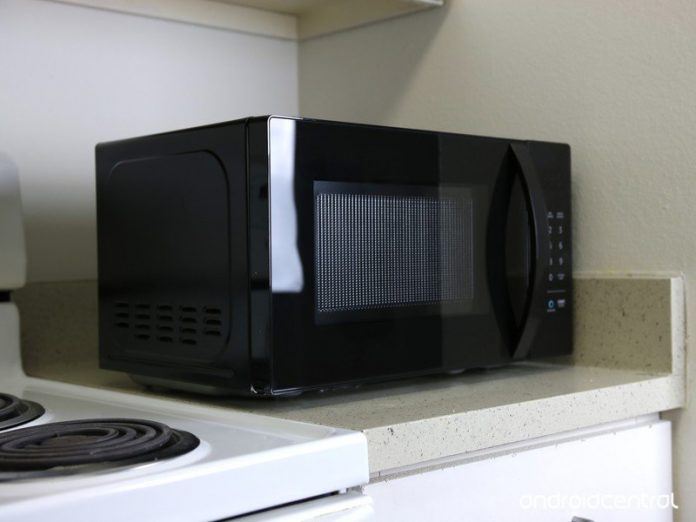 How to use the Child Lock on the AmazonBasics Microwave