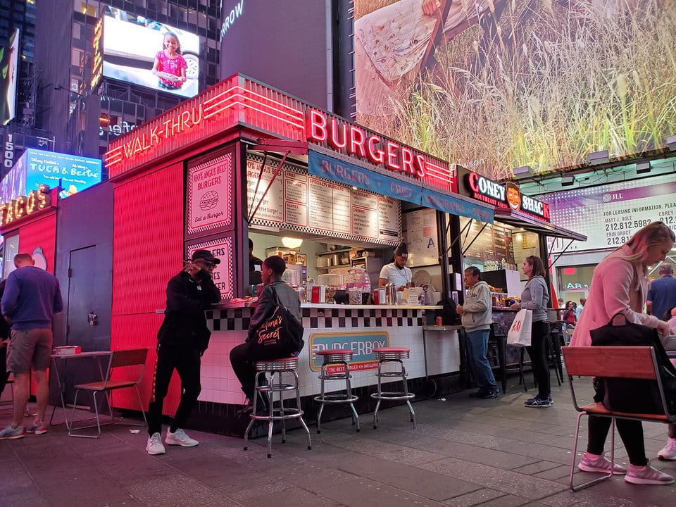 galaxy s10 vs iphone xs nokia 9 oneplus 7 pro pixel 3a huawei p30 camera shootout burgers in times square samsung plus
