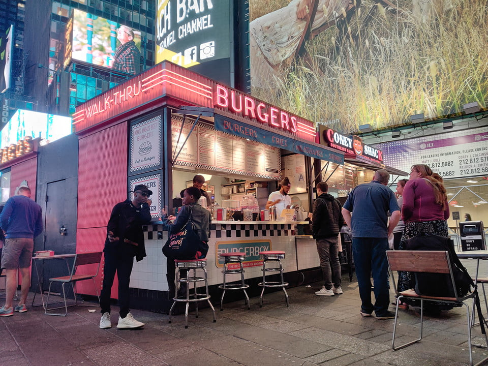 galaxy s10 vs iphone xs nokia 9 oneplus 7 pro pixel 3a huawei p30 camera shootout burgers in times square