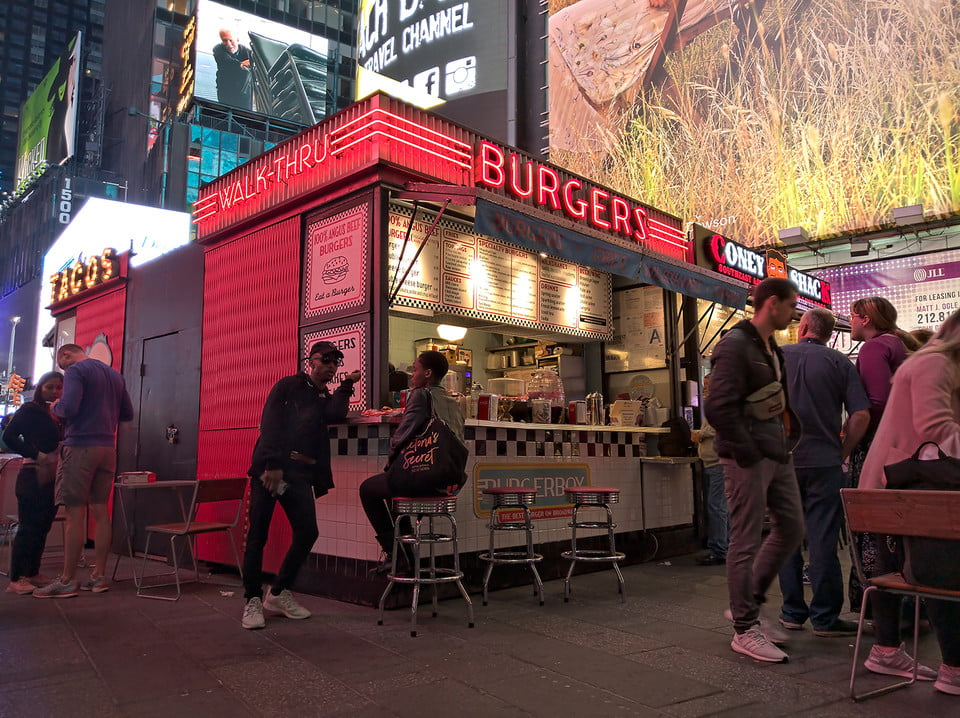 galaxy s10 vs iphone xs nokia 9 oneplus 7 pro pixel 3a huawei p30 camera shootout burgers in times square pureview