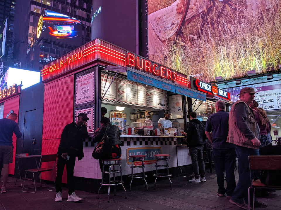 galaxy s10 vs iphone xs nokia 9 oneplus 7 pro pixel 3a huawei p30 camera shootout burgers in times square xl