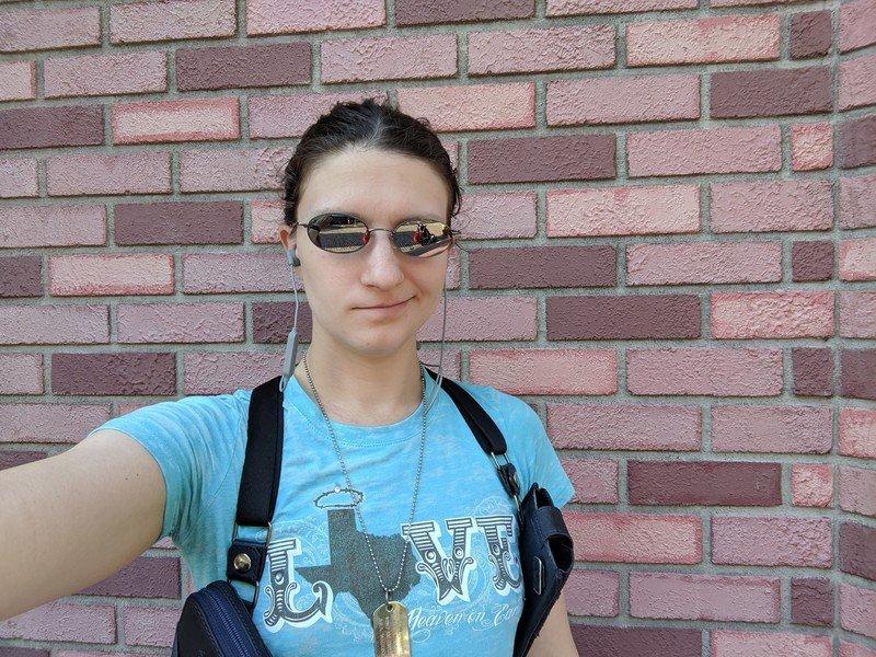 ara-aukey-b60-sunglasses-selfie-bricks.j