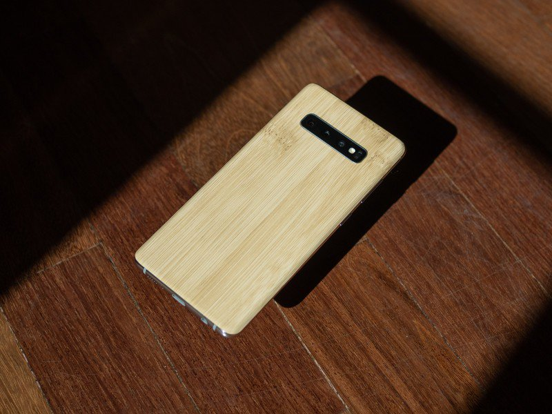galaxy-s10-plus-dbrand-skin-wood.jpg?ito