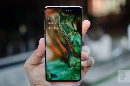 Amazon shaves up to $135 off the Samsung Galaxy S10+ in time for Prime Day