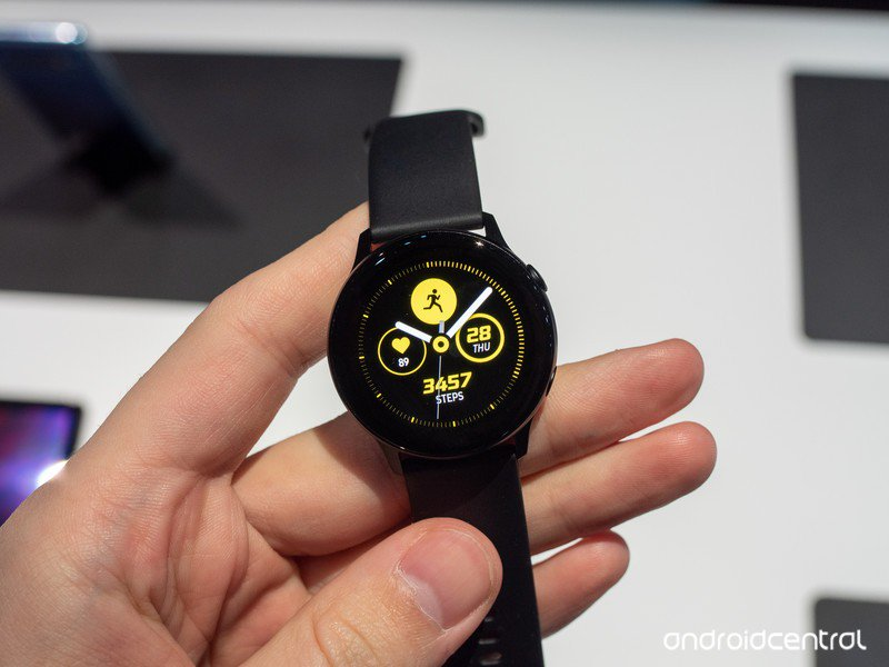 galaxy-watch-active-black-1.jpg?itok=mM_