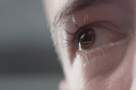 Scientists created a pair of contacts that zoom in when you blink