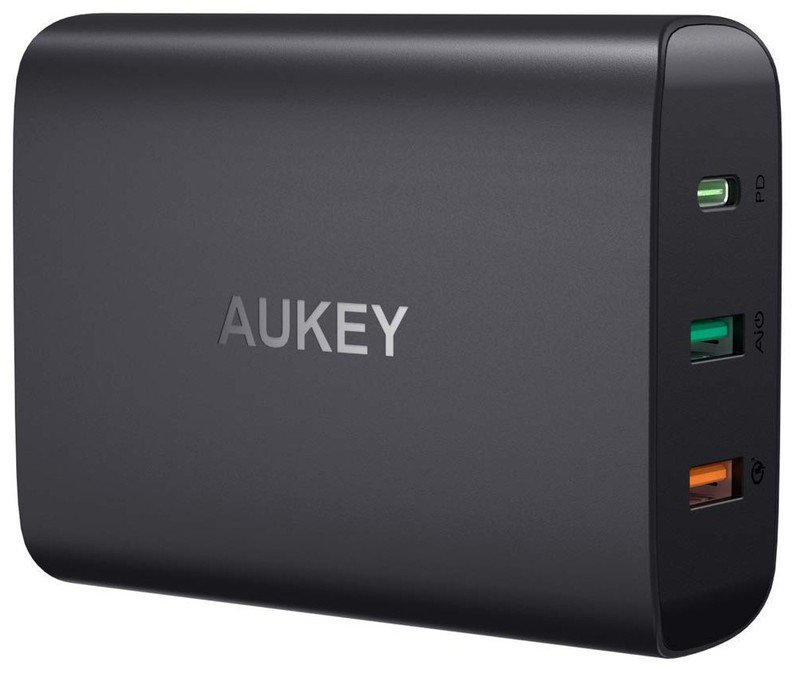 aukey-75w-charger-usb-c-usb-a-black-rend