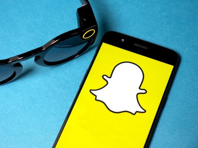 Yes, Snapchat is experiencing some issues