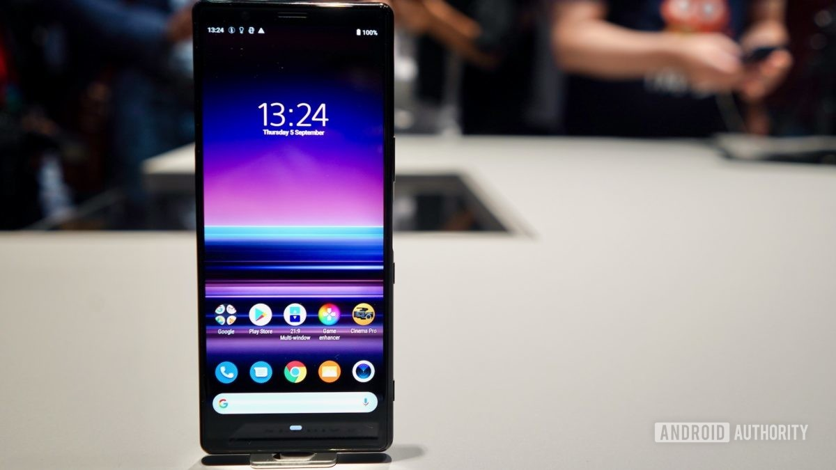 Sony Xperia 5standing solo