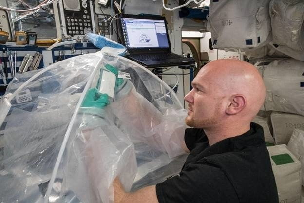 What happens to concrete when you mix it in space? ISS astronauts investigate