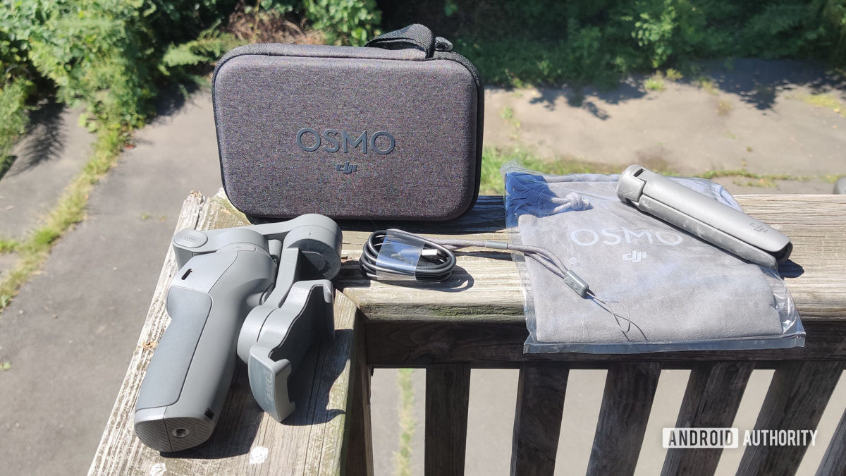 DJI Osmo Mobile 3 items that are included in the box.