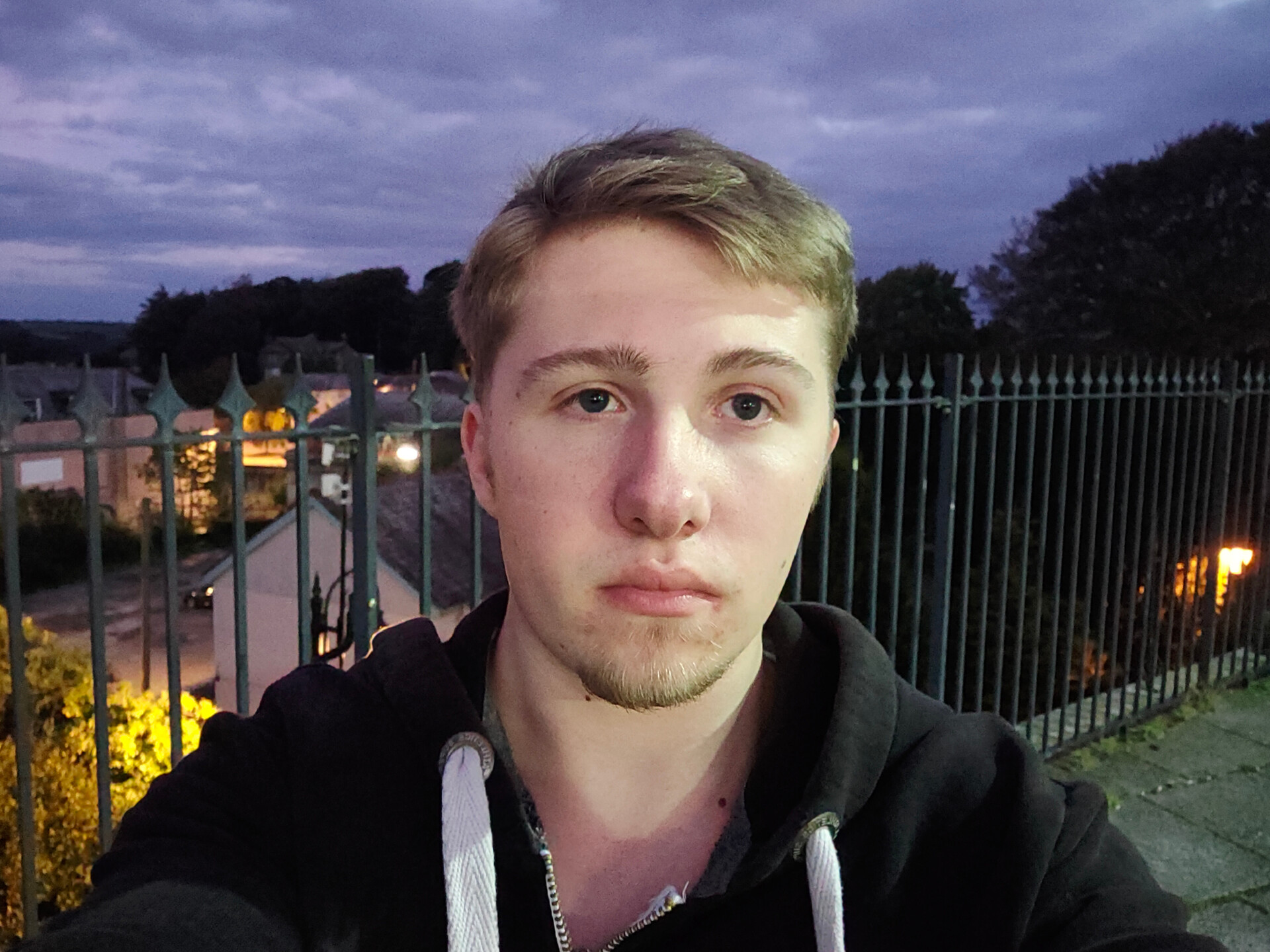Realme 5 Pro Selfie at station overlooking town
