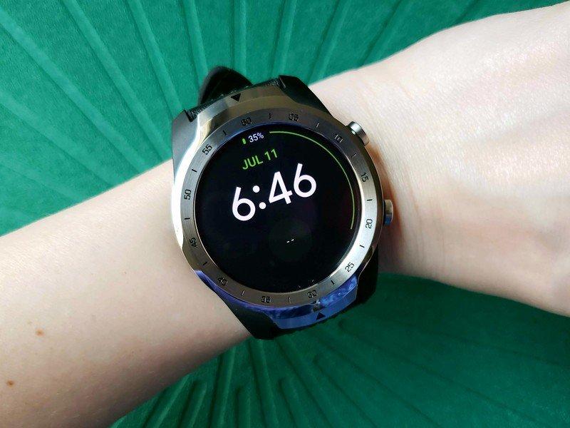 ticwatch-pro-quoti-green-on-wrist.jpg?it