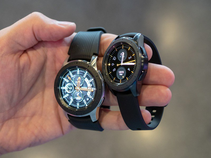 galaxy-watch-two-sizes-2.jpg?itok=9M0YuR