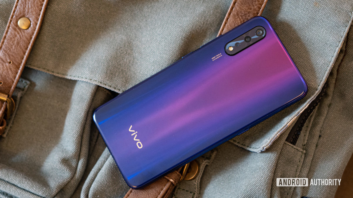 Vivo Z1x profile shot showing gradient and camera
