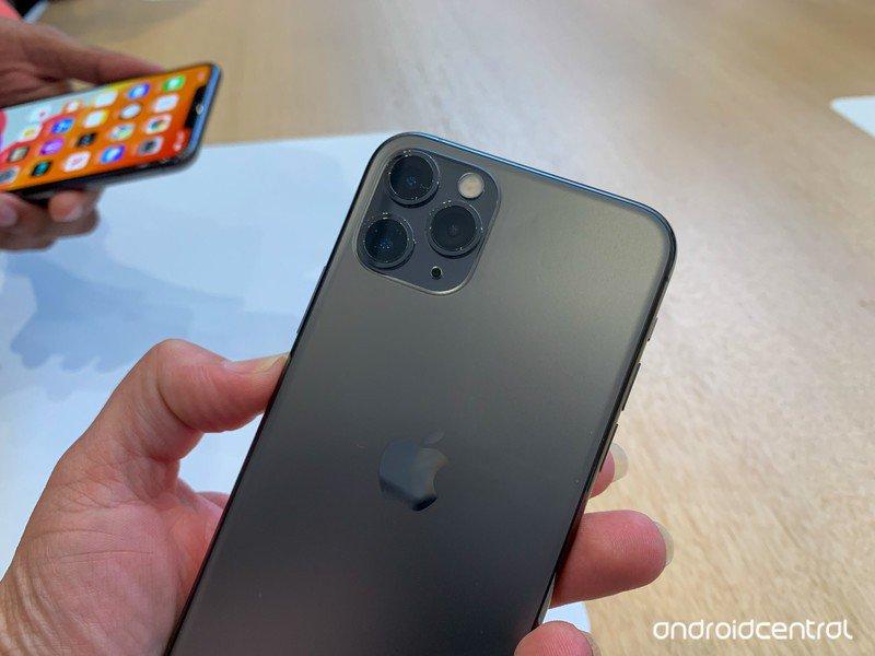 iphone-11-pro-cameras-back-top-half.jpg?