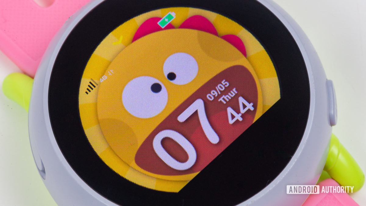 Coolpad Dyno kids smartwatch screen closeup