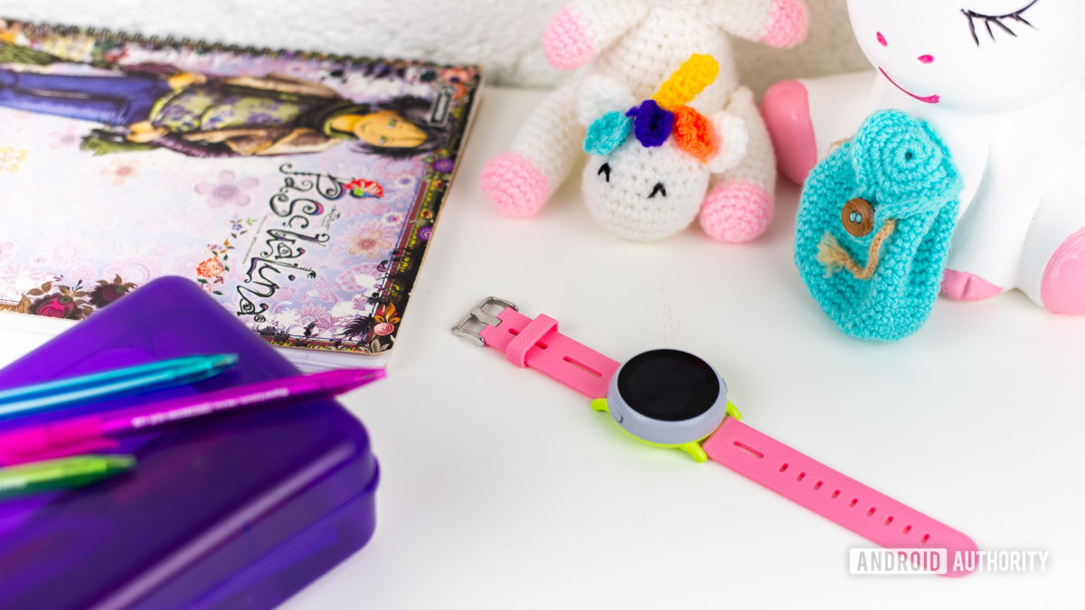 Coolpad Dyno kids smartwatch on school desk