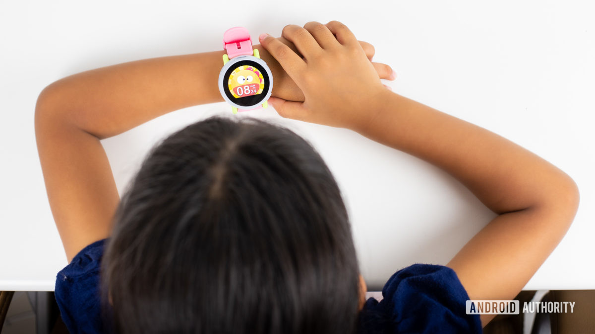 Kid using Coolpad Dyno smartwatch 3